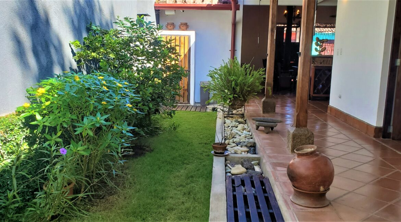 Granada + Nicaragua + Colonial Home + Pool + Vacation Home (29)