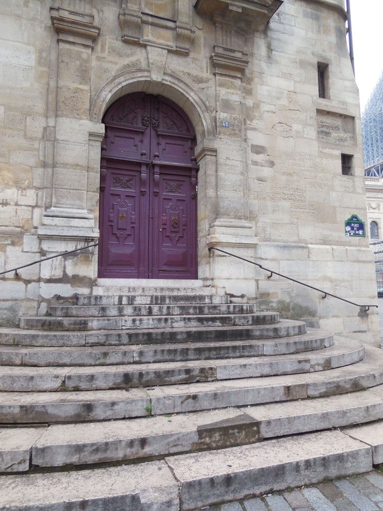 Recognize these steps from Midnight In Paris?
