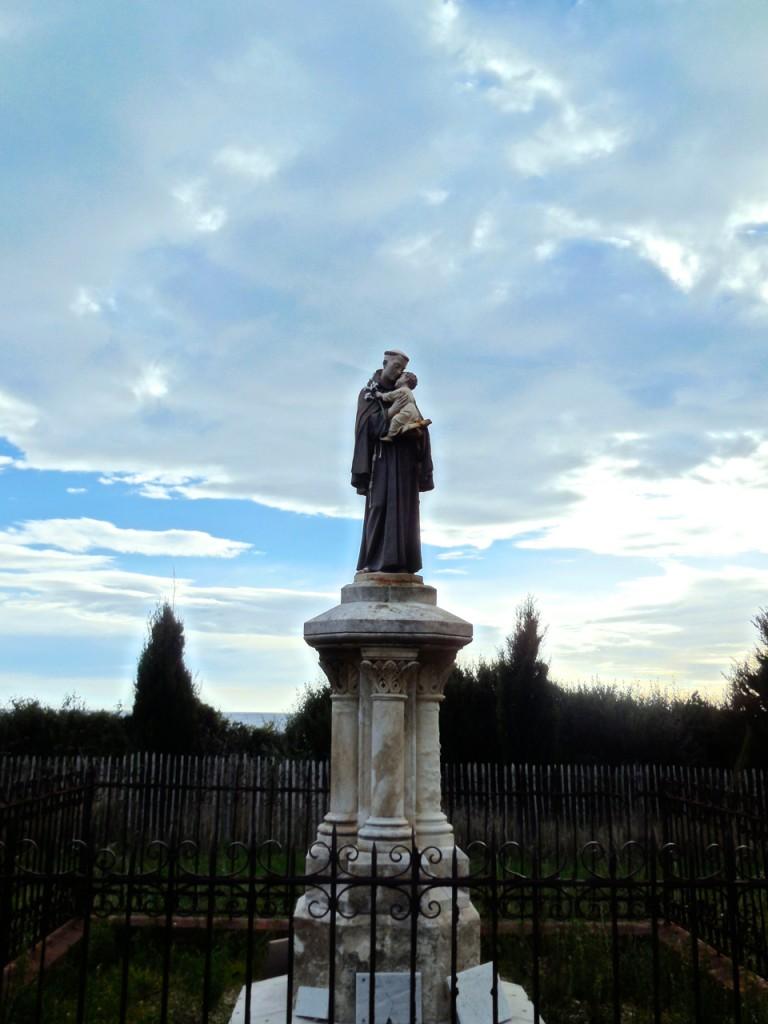 statue monks cannes