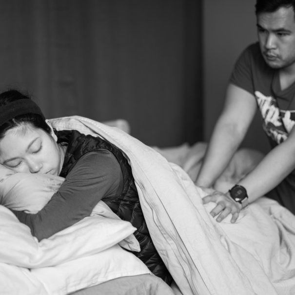 partner-massages-birther-during-rest-bw-sm