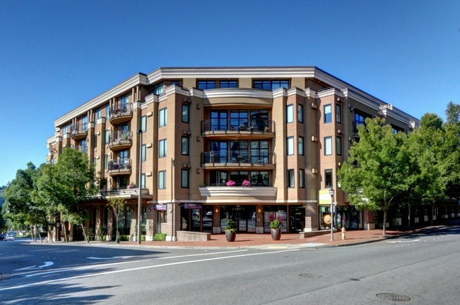 Astoria Condo in downtown Bellevue on Main Street