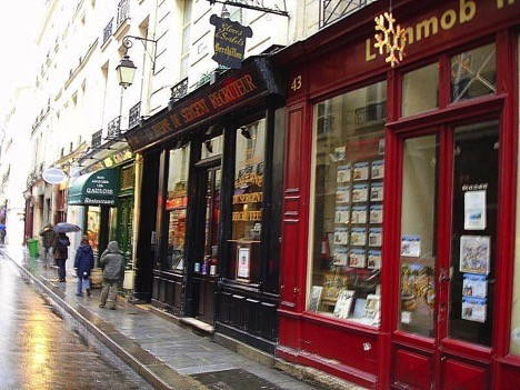 Rue Saint-Louis en l'Ile, the main artery of the island. Its village-like atmosphere and the affluence of boutiques and eateries make it one of Paris' most popular destinations. Its hotels are perfectly situated for exploring the rest of Paris.