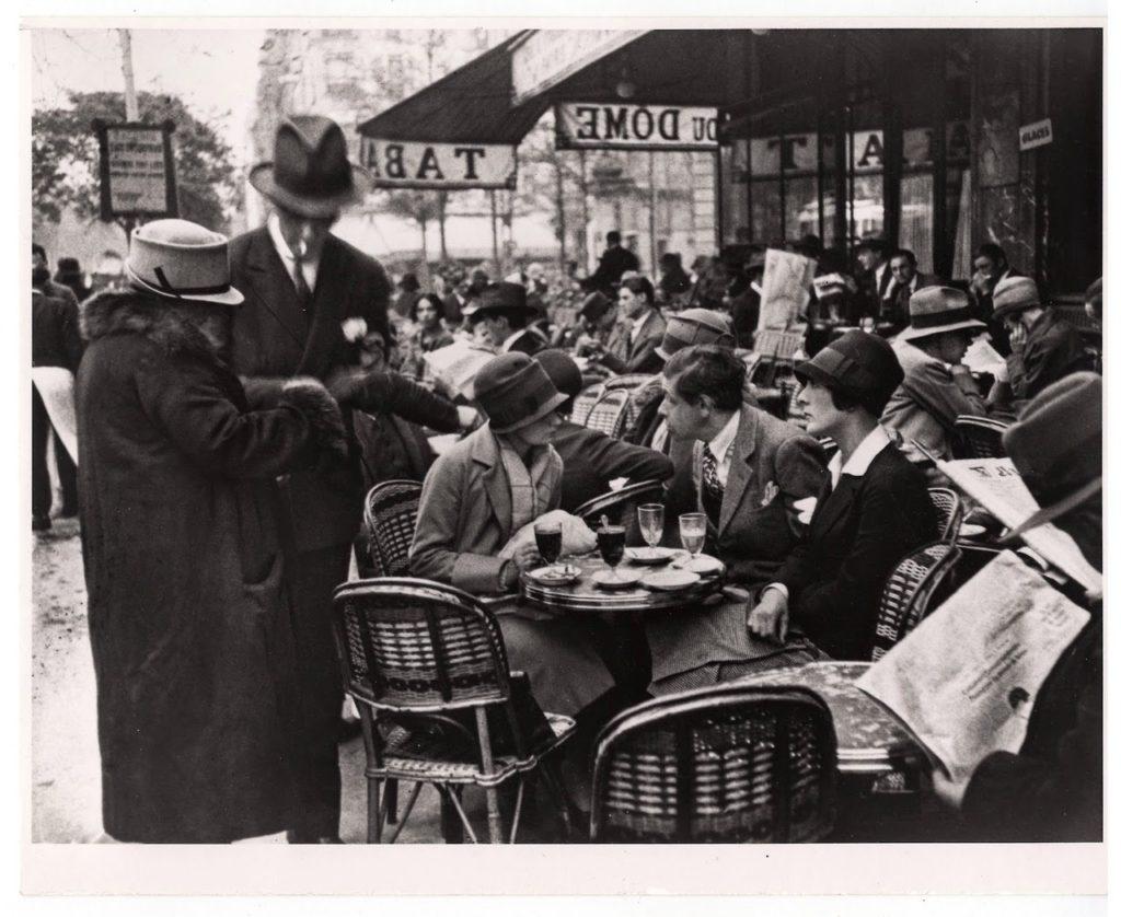 le-dome-cafe-montparnasse-paris-1928-photographer-andre-kertesz