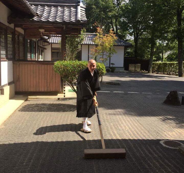 Дмитрий Волкогонов: русский монах в буддийском храме