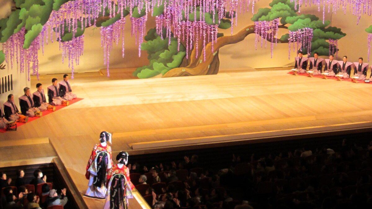 В японском театре – ищите женщину!