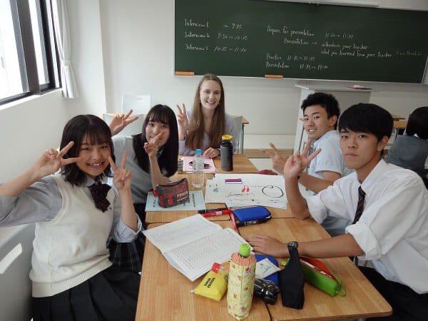 Два дня из жизни японской старшей школы (видео)