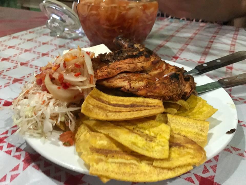 La venta de pollo asado una nueva fuente de empleo en Nicaragua