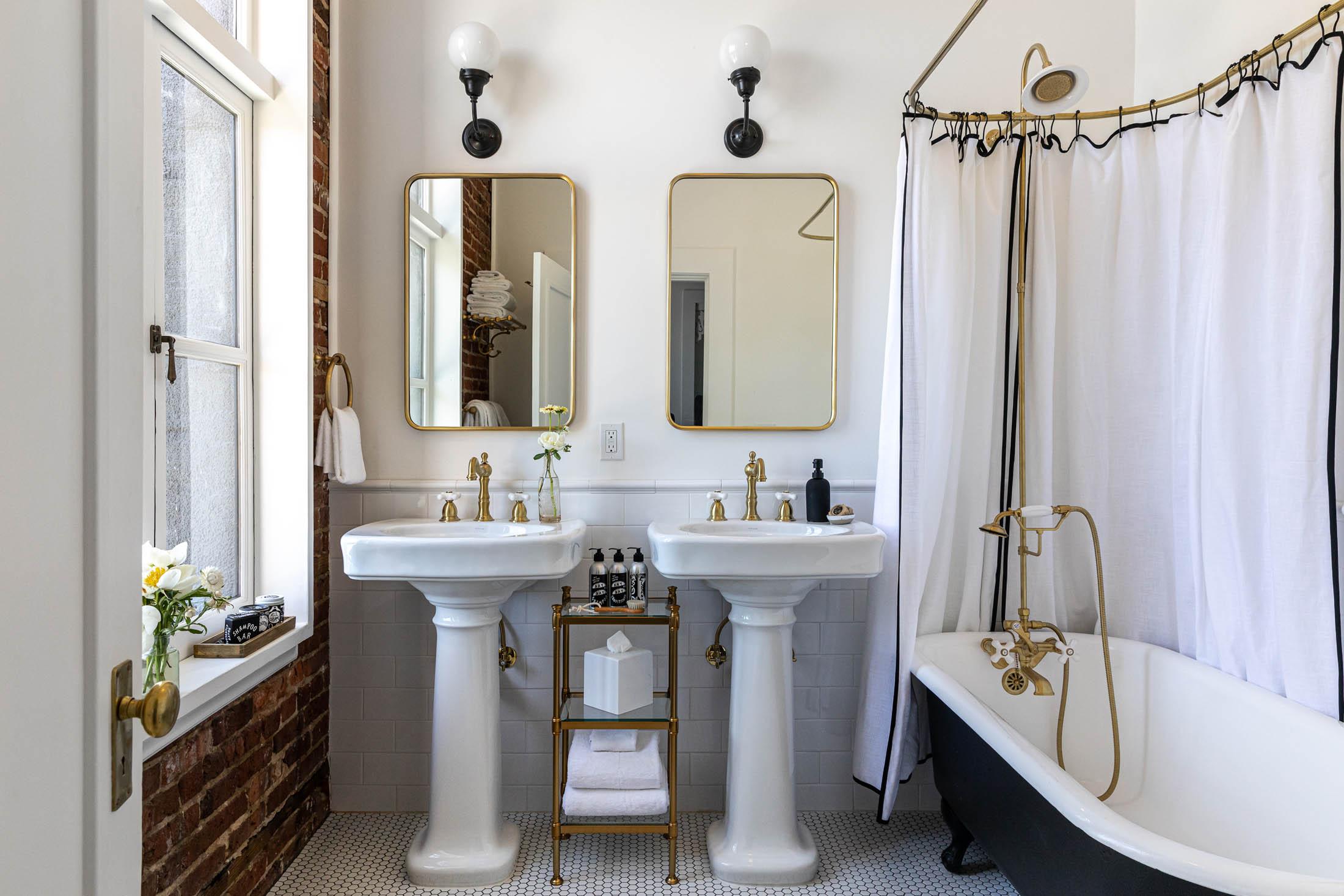 Holbrooke Hotel King Suite Bathroom