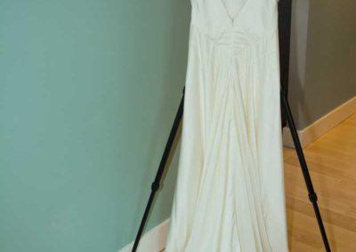 hanger {padded beige, ivory or white; black velvet; wooden – lt. or dk.}