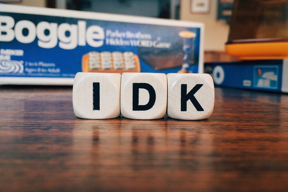 Picture of 3 dice from the game Boggle and they spell IDK for I don't know how.  Cation says I want to change but I don't know how.