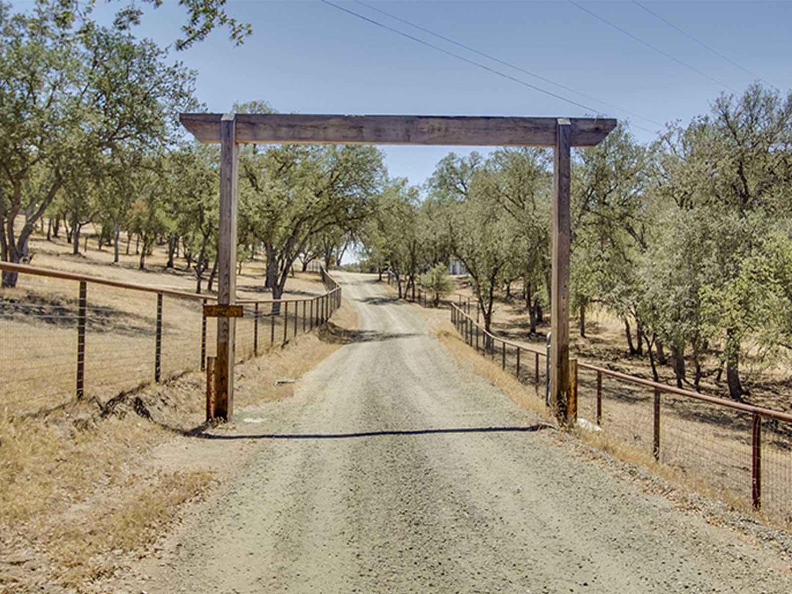 049_Property-Gate