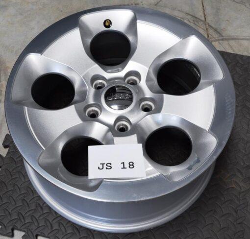 jeep wrangler sahara 18 inch wheels
