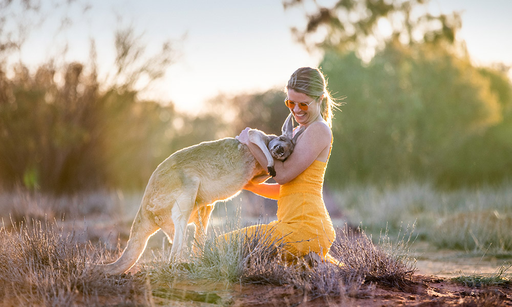 Making friends in the outback. Credit: Tourism Northern Territory