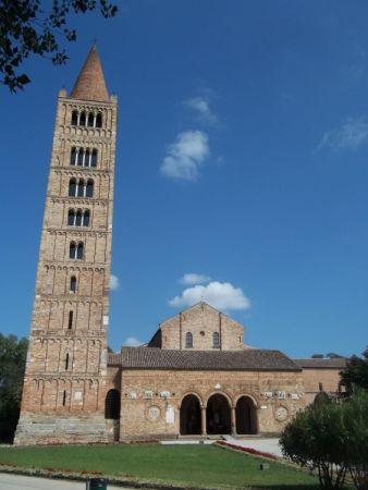 italiainpiega-pieghe-meraviglise-itinerari-moto-pianura-padana-delta del po-abbazia pomposa