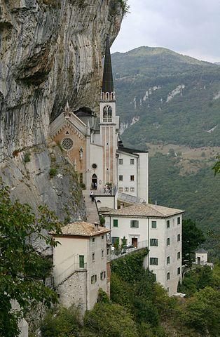 italiainpiega-pieghe-meravigliose-itinerari-moto-nord-italia-monte baldo e monte bondone-santuriomadonnadellacorona