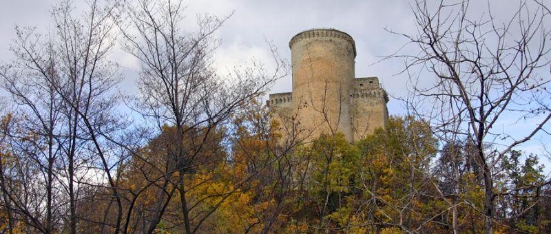 italiainpiega-pieghe-meravigliose-itinerari-moto-nord-italia-vinando-oltrepo' pavese-castello-oramala