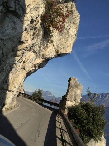italiainpiega-pieghe-meravigliose-itinerari-moto-nord-italia-lago di garda-strada forra1