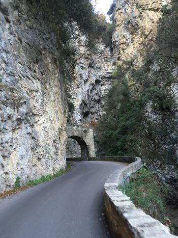 italiainpiega-pieghe-meravigliose-itinerari-moto-nord-italia-lago di garda-strada forra2
