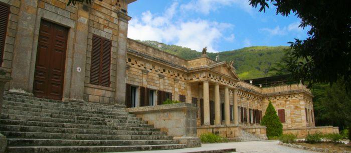 italiainpiega-pieghe meravigliose-itinerari-moto-centro-italia-isola d'elba-villa san martino