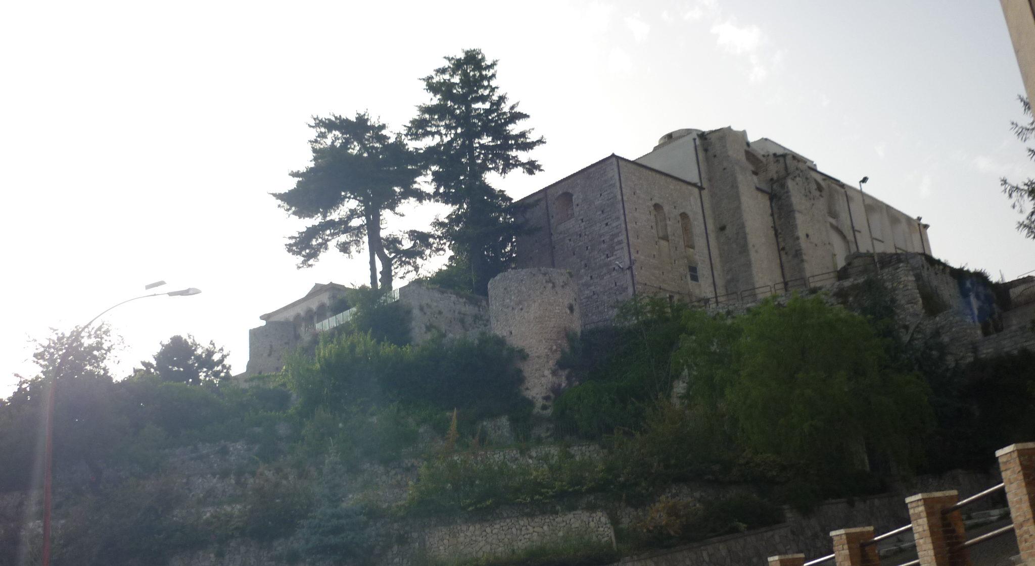 italiainpiega-pieghe meravigliose-itinerari-moto-sud-italia-gargano-monte sant angelo 2