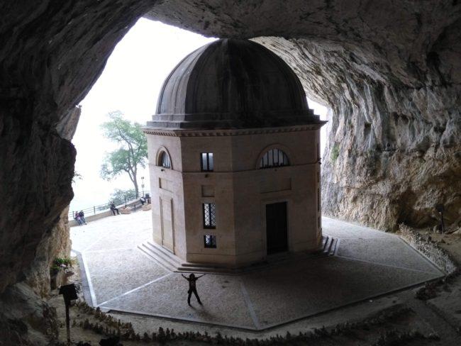 italiainpiega-pieghe meravigliose-itinerari  moto centro italia-tempio del valadier