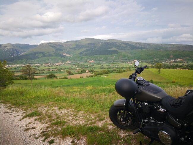 italiainpiega-pieghe meravigliose-itinerari moto centro italia-tour acque minerali-gualdo tadino