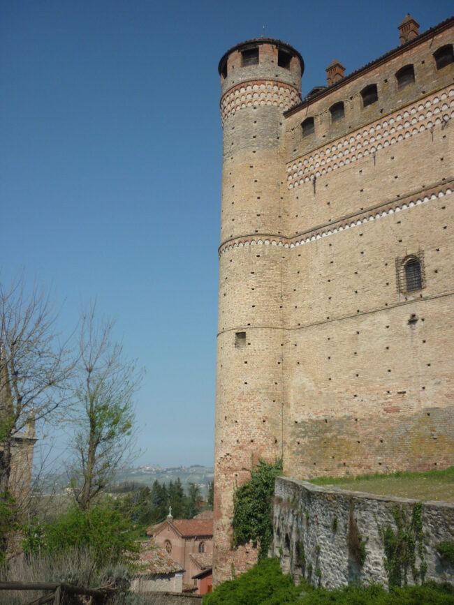 italiainpiega-pieghe meravigliose-itinerari moto nord italia-langhe-serralunga d'alba 1