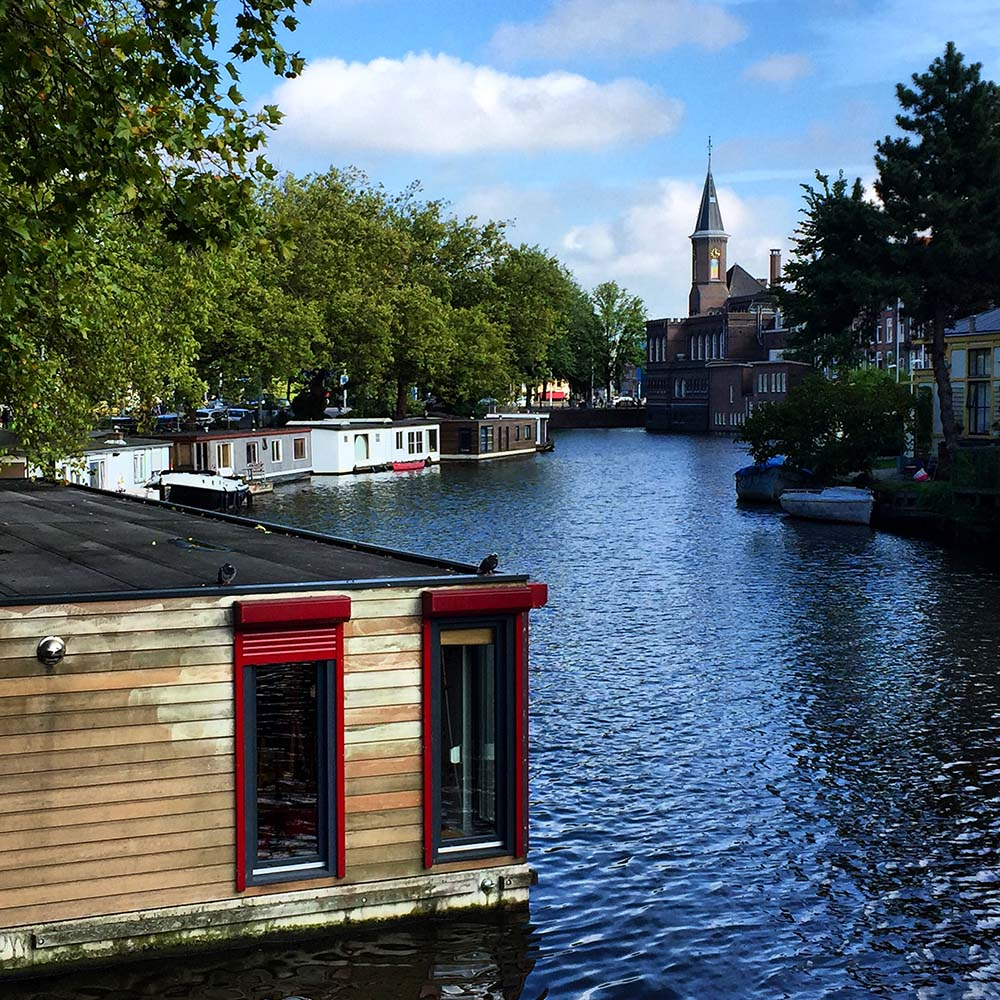 Rent a houseboat in Amsterdam