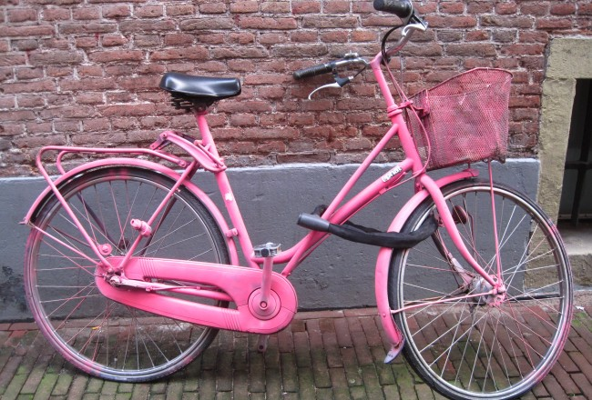 10 facts about bicycles in Amsterdam - pink bike