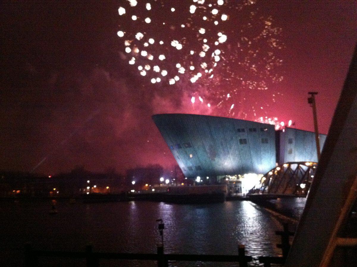OUD & NIEUW AMSTERDAM NEW YEARS EVE FIREWORKS