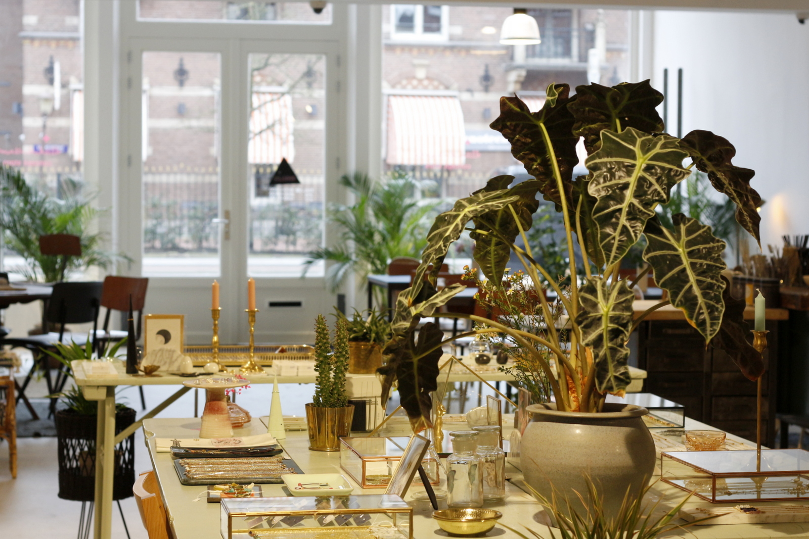 A sweet store selling a mix of vintage and new items, you can shop All the Luck in the World online, at 2 locations in Amsterdam, and in Utrecht too.