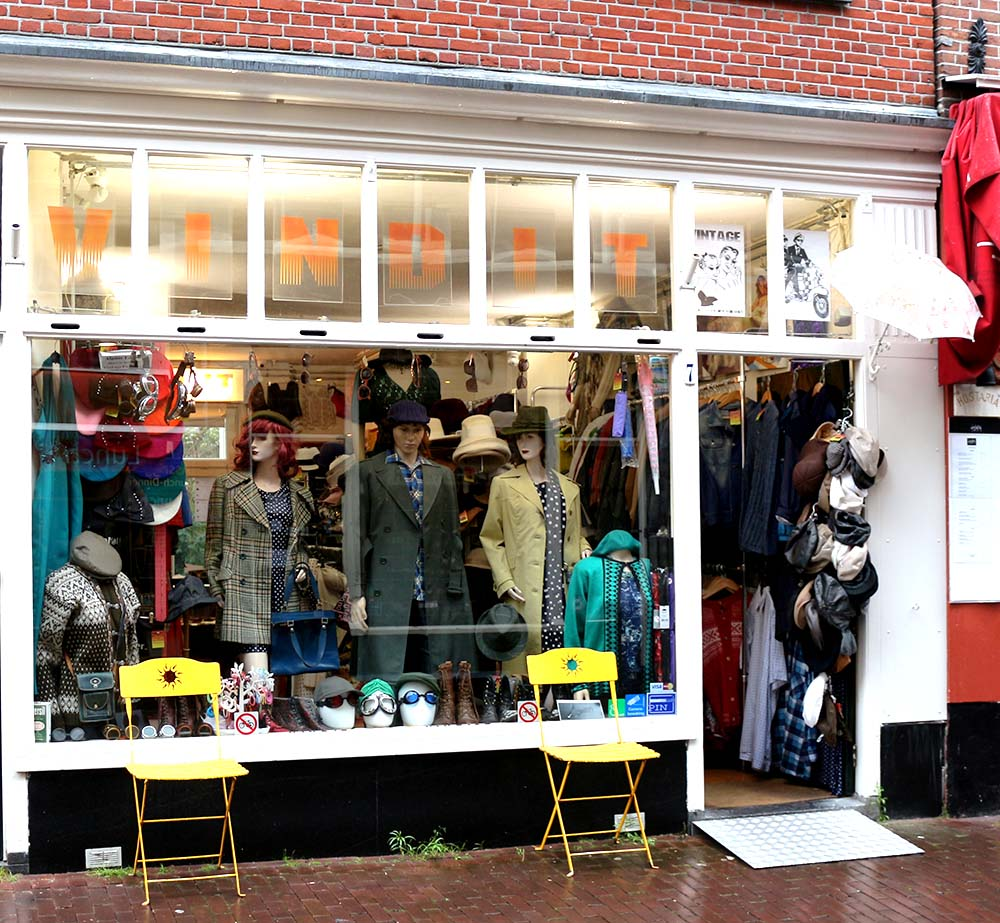 BEST VINTAGE CLOTHING SHOPPING IN AMSTERDAM - Vind It VintageBEST VINTAGE CLOTHING SHOPPING IN AMSTERDAM - Vind It Vintage
