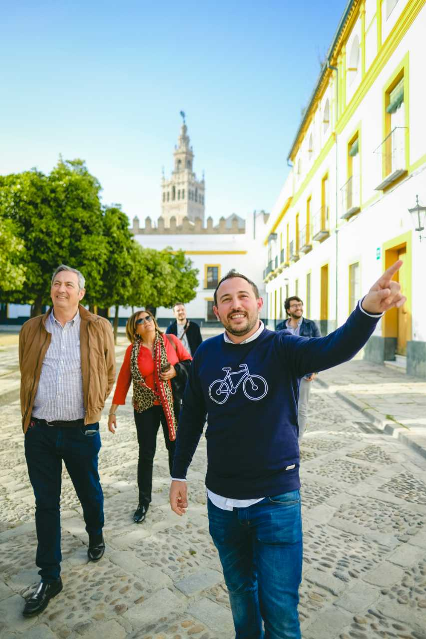Historical Sights and Tasty Tapas in Seville's Jewish Quarter