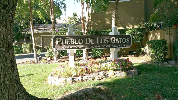Pueblo de Los Gatos condos community sign