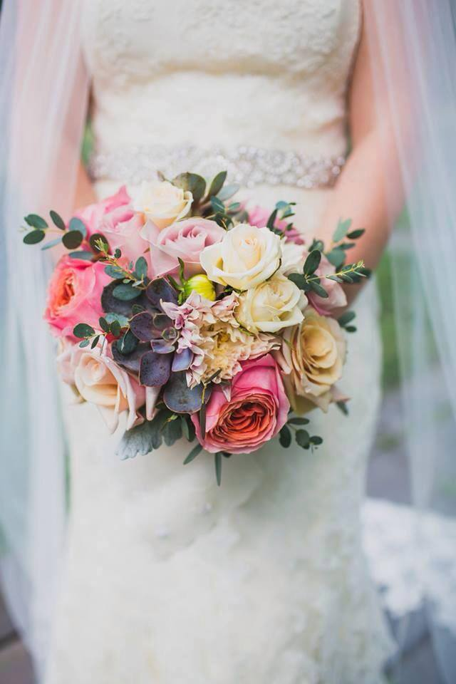2018 wedding trends including how to add succulents on your big day! A must read blog for newly engaged brides and grooms!