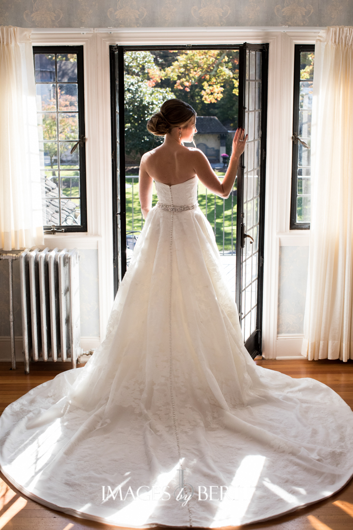 We share our top 10 list of 2018 wedding trends for newly engaged brides and grooms, including this alternative to sweating for the wedding!