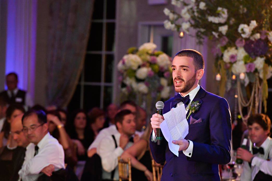 best man giving wedding toast