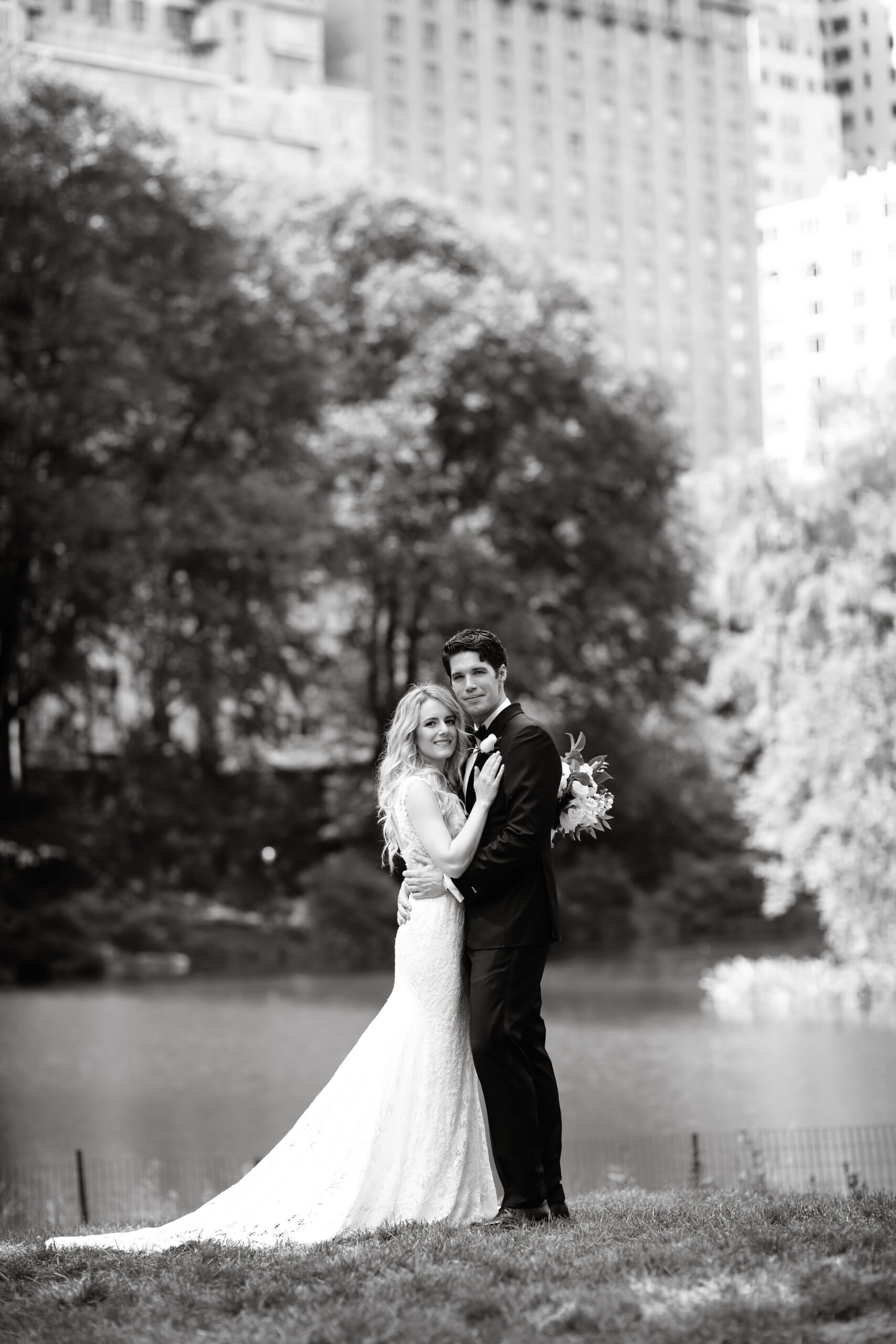 bride and groom photo in black and white