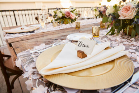 gold plate and table setting wedding