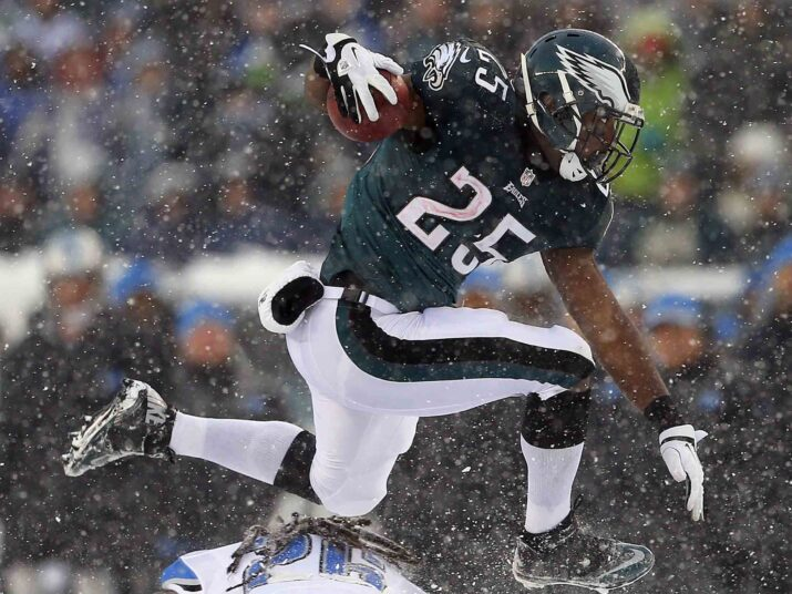 how-lesean-mccoy-broke-the-eagles-64-year-old-rushing-record-in-a-blizzard
