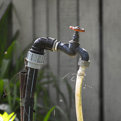 faucet-grip-easy-turning-outdoor-faucets-old-faucet-sm