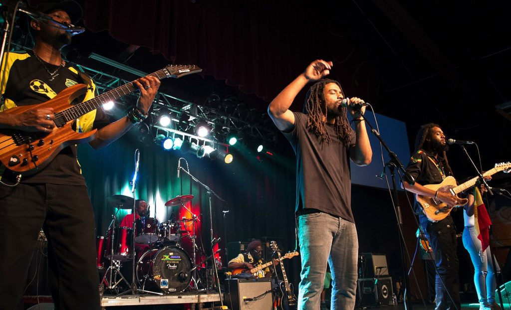 """Vocalist Dwayne """"Danglin"""" Anglin performs during a recent Wailers concert. Photo by Charley Akers)"""