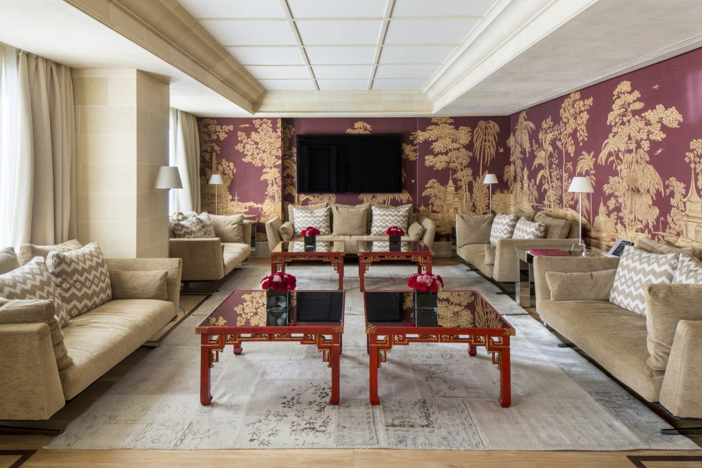 majestic-royal-penthouse-living-room