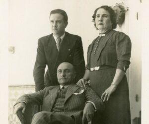 1936. Con María Eva y Tomás Liscano sus tíos y padres adoptivos.