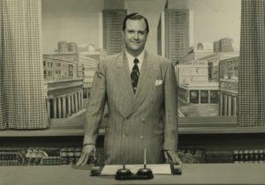 """Rafael Caldera como invitado en el programa de televisión Aula de Conferencias, transmitido por Televisa Canal 4, donde disertó sobre """"La ciudad del millón de habitantes"""" en 1956."""