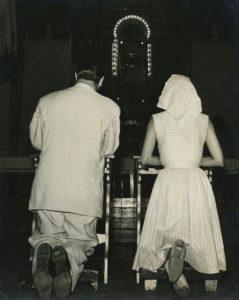 1958. En la Iglesia de Táriba, durante la campaña electoral.