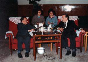 1981. Abril, 6. Con el Primer Ministro Den Xiao Ping, en Beijing, como Presidente de la Unión Interparlamentaria Mundial.