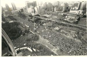1983. Cierre de la campaña electoral presidencial con el mitin cruzado, entre las avenidas Bolívar y Fuerzas Armadas, Caracas.