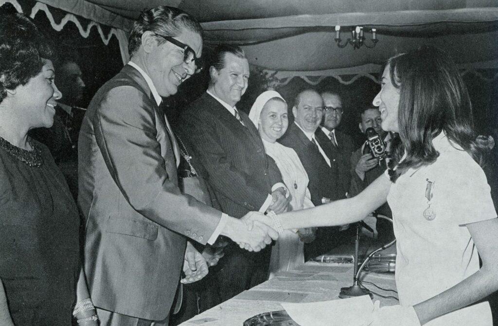 En la graduación de su hija Cecilia (1970)