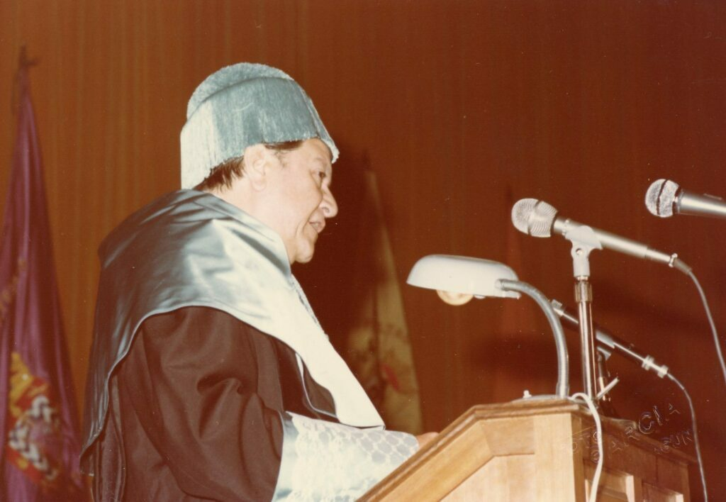 Rafael Caldera al recibir Doctorado Honoris Causa en Islas Canarias, 1976